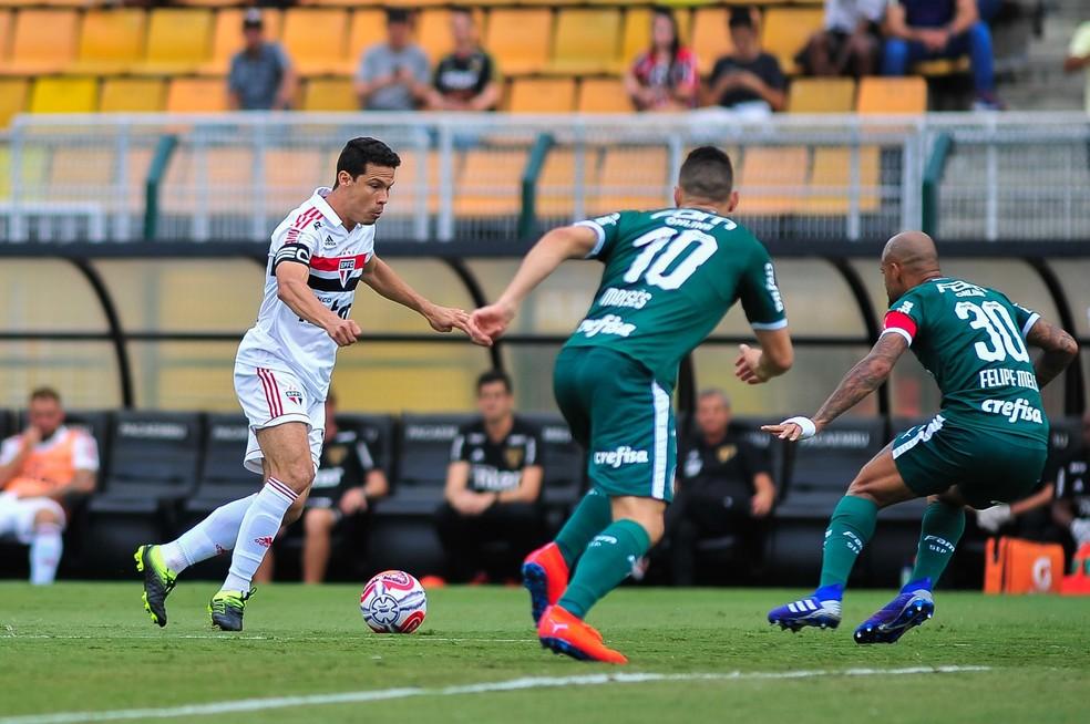 Hernanes na partida contra o Palmeiras — Foto: Maurício Rummens / Estadão Conteúdo