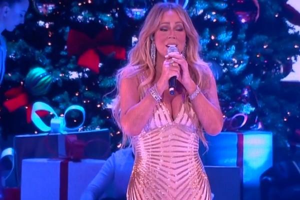 A cantora Mariah Carey em show após passar por cirurgia bariátrica (Foto: YouTube)