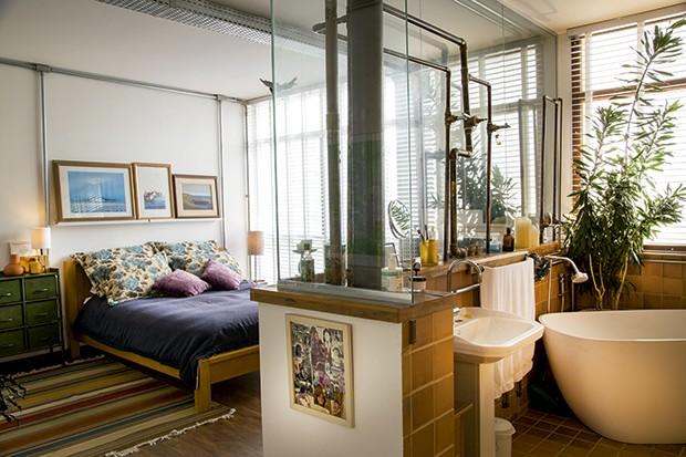 Lifestyle decor - A suíte  com ofurô  (Foto: Rogério Voltan)