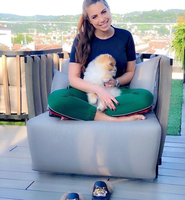 Ela e o pet de estimação (Foto: Reprodução/Instagram)