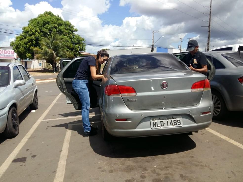 Veículo foi localizado em estacionamento — Foto: Lucas Ferreira/TV Anhanguera