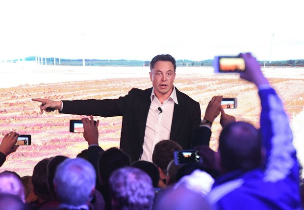 Elon Musk ADELAIDE, AUSTRALIA - SEPTEMBER 29: Elon Musk during his presenation at the Tesla Powerpack Launch Event at Hornsdale Wind Farm on September 29, 2017 in Adelaide, Australia. Tesla will build the world's largest lithium ion battery after coming t (Foto: Mark Brake/Getty Images)