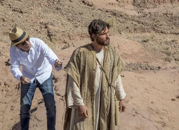 Dudu Azevedo grava cenas de nova novela com orientação do diretor Edgard Miranda (Foto: Edu Moraes/ Record TV)