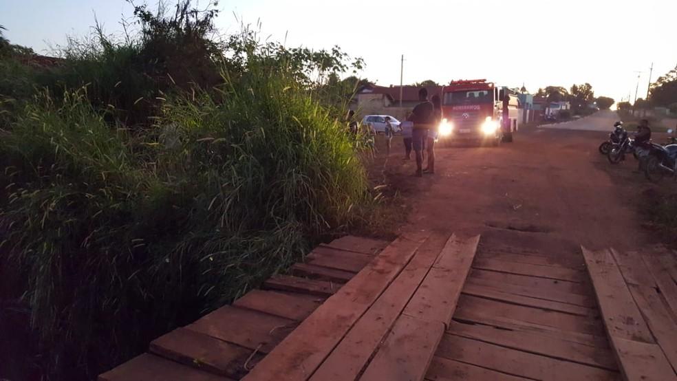 Jovens perderam controle na cabeceira de ponte (Foto: Alerta Rolim/Reprodução)