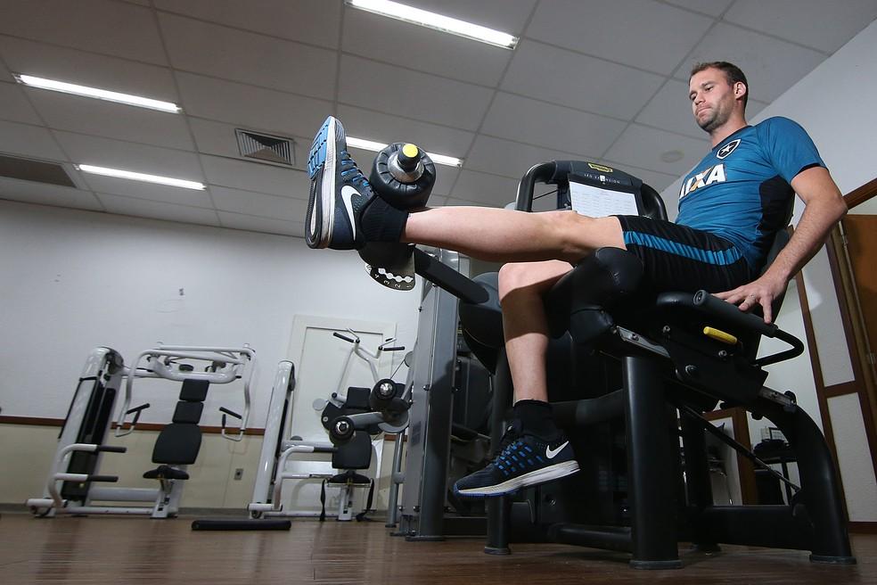 Com intensivo, Carli vem conseguindo jogar mais vezes do que em 2016 (Foto: Vitor Silva/SSPress/Botafogo)