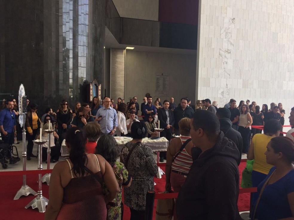 Fãs formaram fila para se despedir do jornalista (Foto: Gabriela Gonçalves/G1)