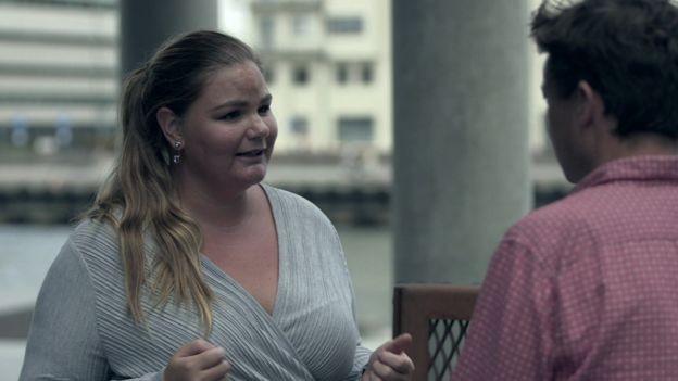 """Frisa Svensson: """"Agora, começamos a ver dificuldades na nossa sociedade. E elas não tem necessariamente a ver com imigração"""" (Foto: BBC)"""