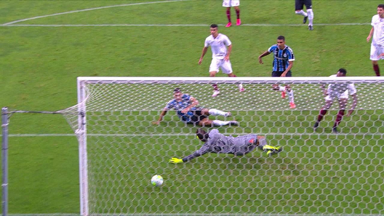 Diego Souza marca o gol da vitória contra o Fluminense, na 1ª rodada
