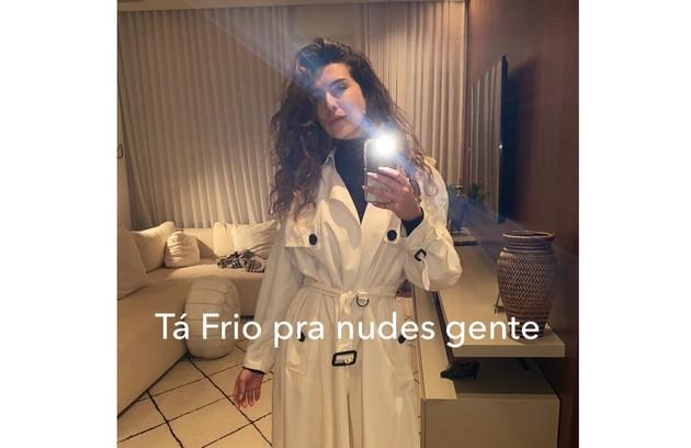 Fernanda Paes Leme frustrou os curiosos e disse que estava frio demais para postar nude    (Foto: Reprodução)