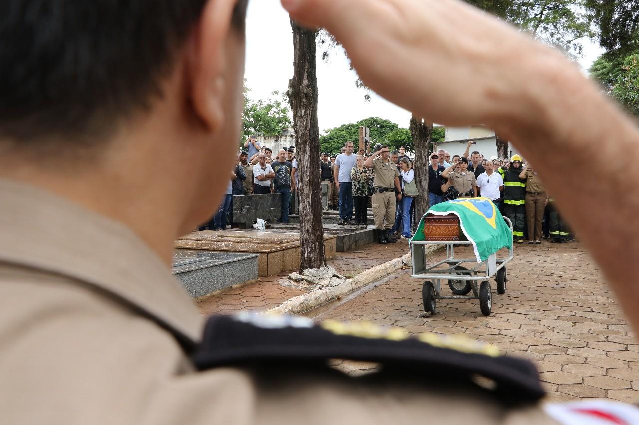 Autoridades policiais falam sobre as investigações de morte de sargento na BR-050 em Uberaba