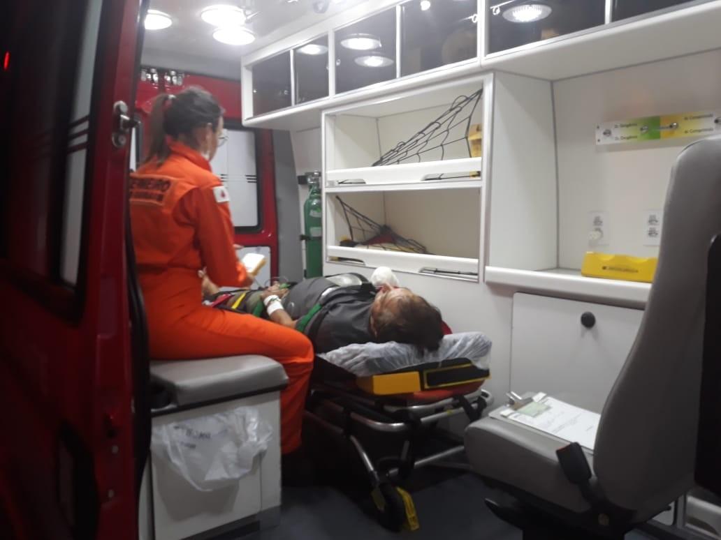 Fazendeiro decepa a mão em acidente, filho médico guarda o membro e cirurgia de reimplantação é feita em BH