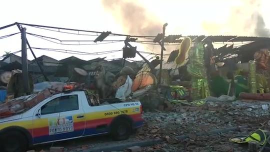 Galpão na Zona Portuária do Rio fica destruído após incêndio