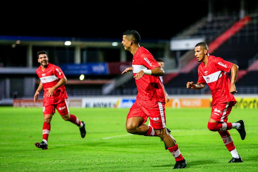 Lucão comemora o gol que marcou contra o Jaciobá — Foto: Ailton Cruz/Gazeta de Alagoas