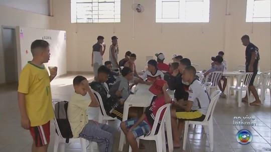 Torneio de futebol de base é cancelado e cerca de mil garotos ficam sem alojamento e comida no interior de SP