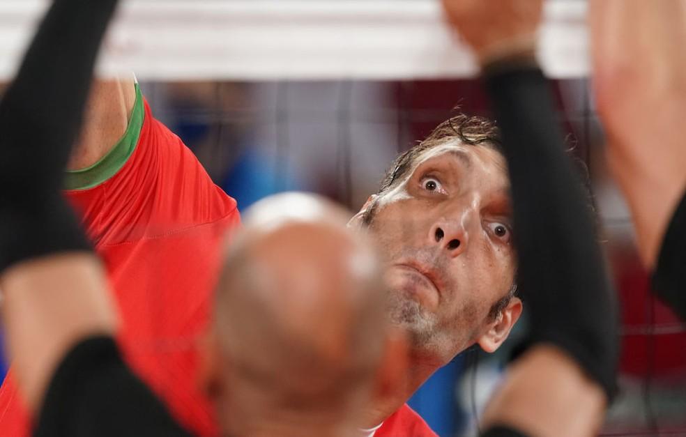 Gigante iraniano Morteza Mehrzad, rival do Brasil nesta segunda — Foto: Marcus Brandt/picture alliance via Getty Images