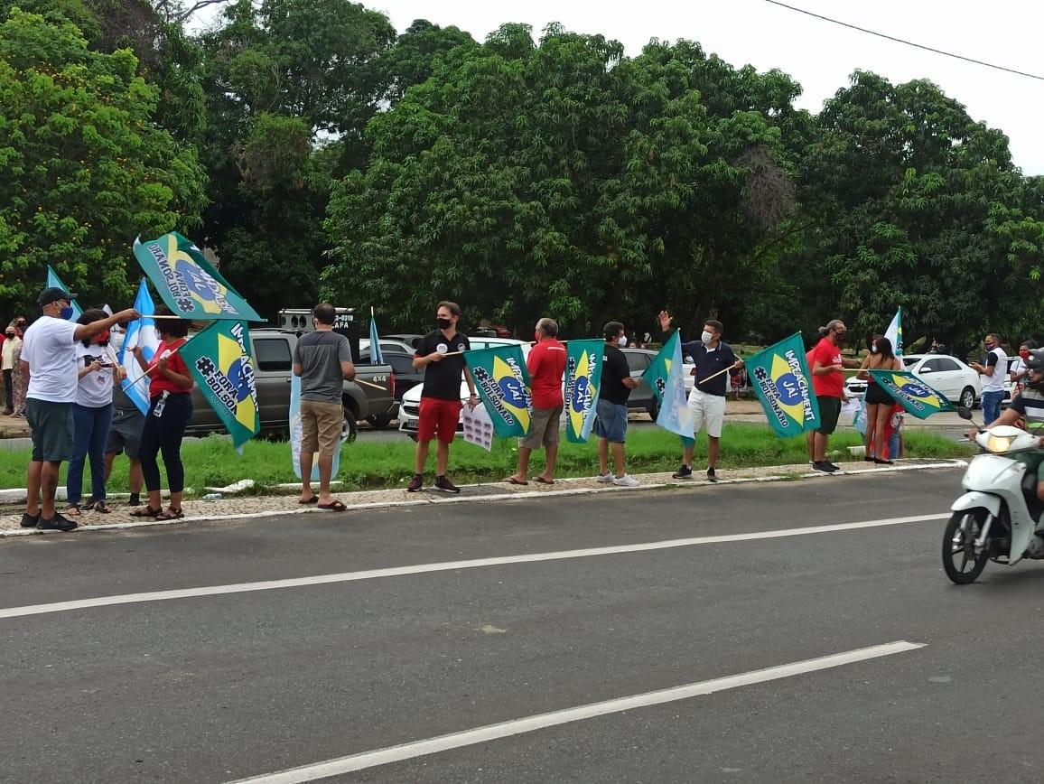 Manifestantes fazem ato a favor da vacina e contra Bolsonaro em Teresina