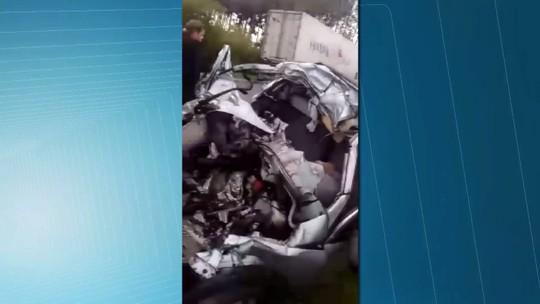 Motorista morre em acidente entre carro e duas carretas em Palmeira