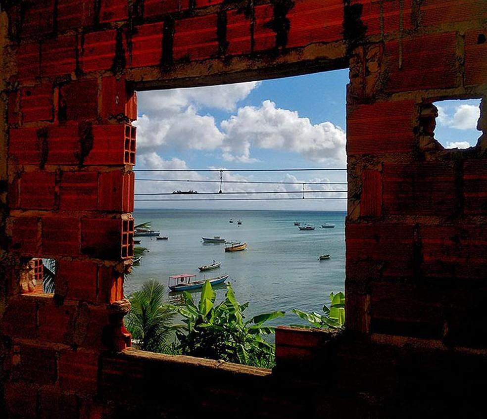 Mar visto de um trecho do bairro de Periperi, em Salvador (Foto: Anderson Simplício/ Arquivo Pessoal)