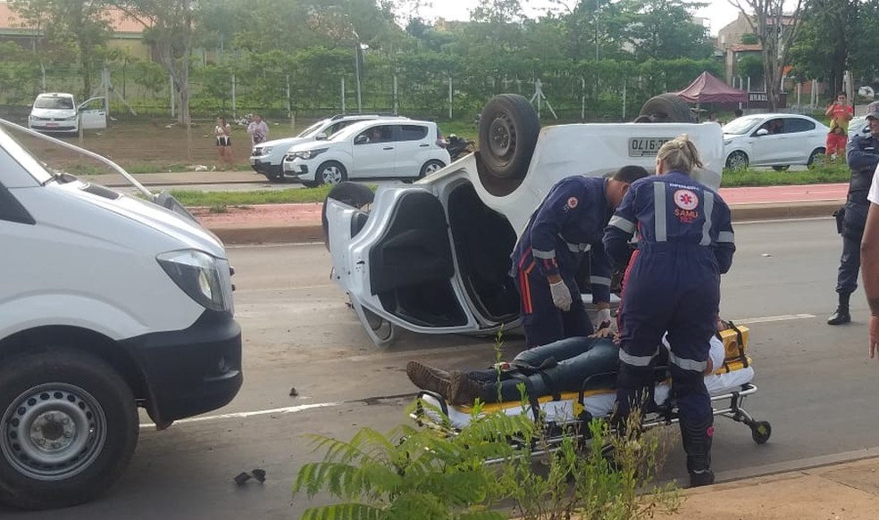 Motorista e passageiros foram encaminhados ao pronto-socorro — Foto: Brígida Mota/TVCA