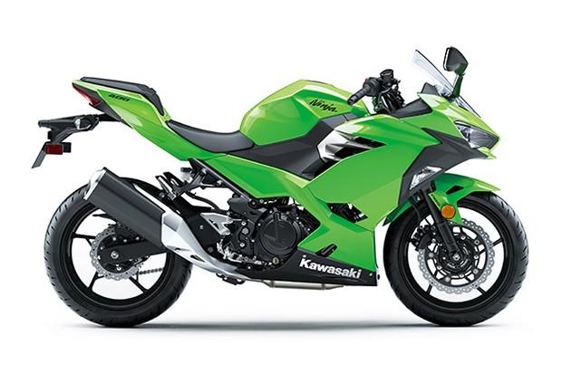 Ninja 400 é uma das 20 motos que entram na ação de Black Friday da marca (Foto: Divulgação)