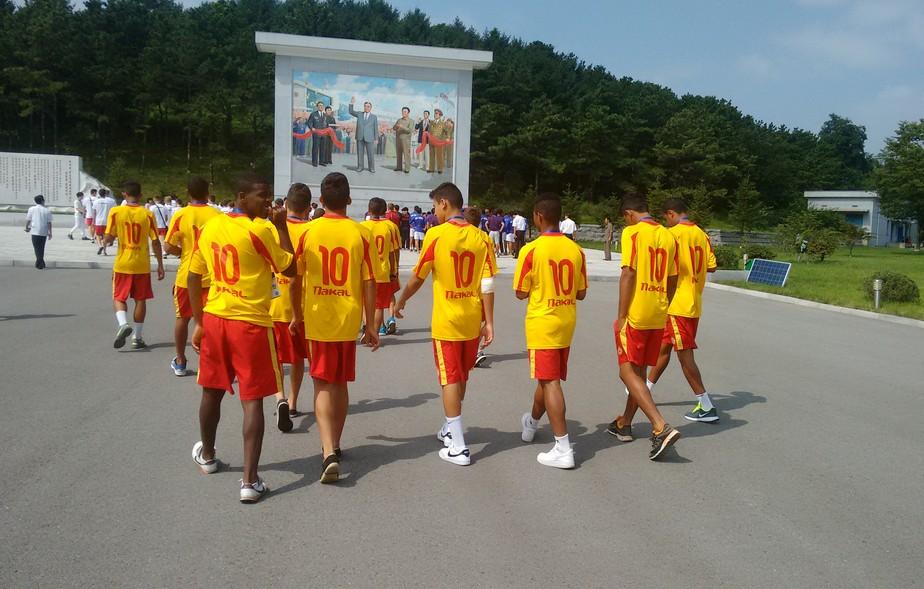 Histórias Incríveis: as aventuras e tensões de um time brasileiro na Coreia do Norte