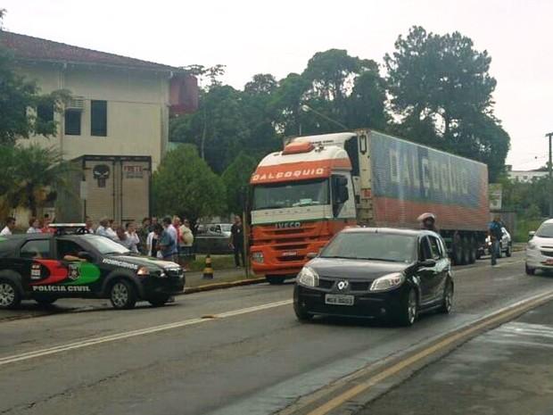 Caminhão com sistema de conservação tranporta corpos para o Paraná (Foto: Gabriela Machado/Divulgação)