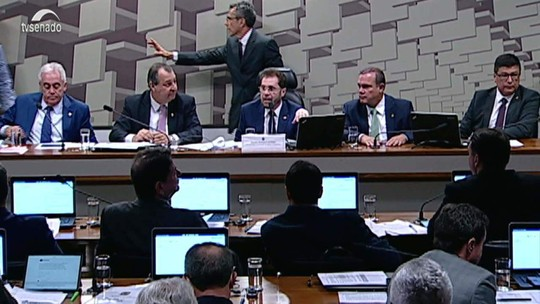 Senado aprova projeto de distribuição de recursos do megaleilão do pré-sal