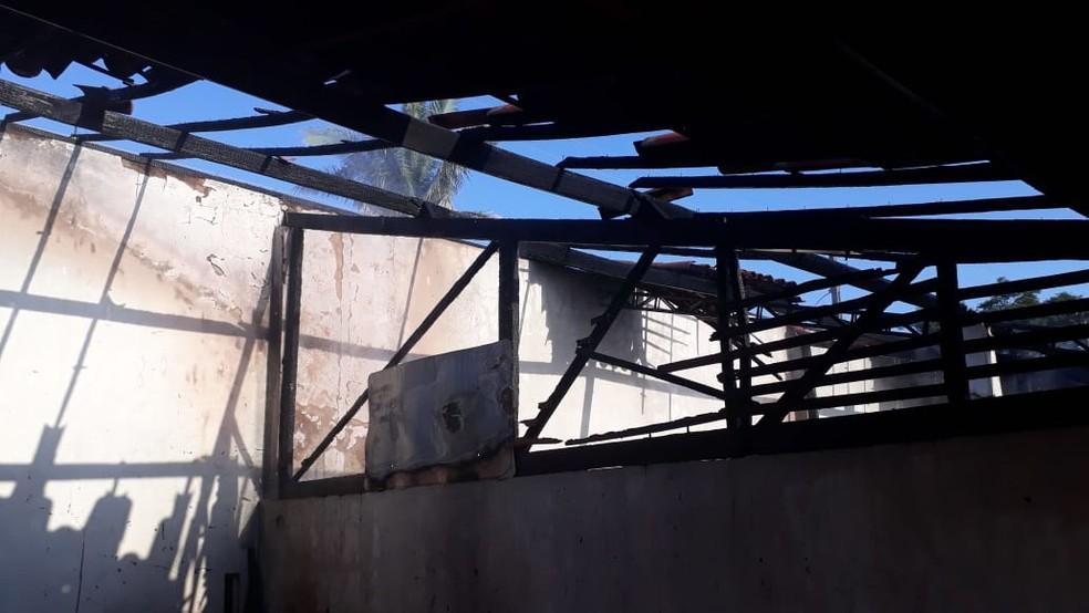 Parte da estrutura do telhado ficou destruída pelas chamas, no Parque Lagoas do Norte, em Teresina — Foto: Corpo de Bombeiros/ Divulgação