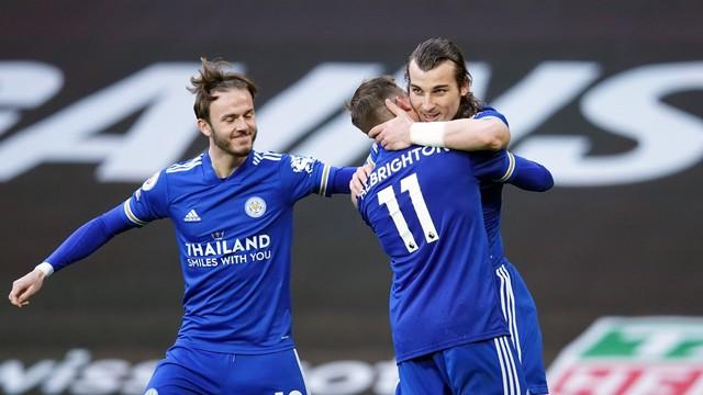 Söyüncü marca o segundo gol do Leicester sobre o Manchester United