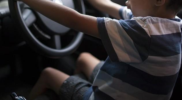 O menino pegou as chaves e saiu na contramão, em uma rodovia movimentada de Brisbane, na Austrália (Foto: Thinkstock)