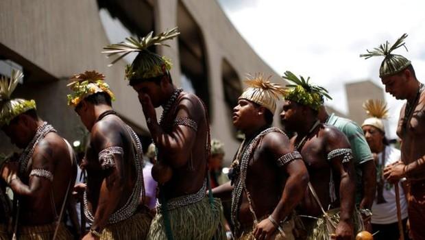 Bolsonaro determinou que demarcação de terras indígenas e concessão de licenciamento ambiental para empreendimentos que afetem diretamente povos indígenas e quilombolas devem passar da Funai para o Ministério da Agricultura (Foto: ADRIANO MACHADO/REUTERS via BBC News Brasil)
