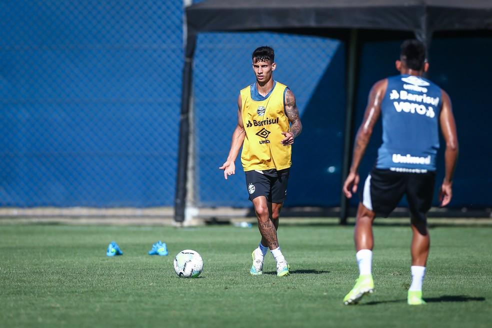 Ferreira em treino do Grêmio no CT Luiz Carvalho — Foto: Lucas Uebel / Grêmio FBPA