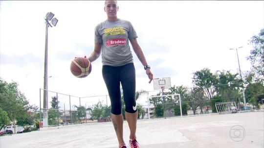 Atletas do basquete, Erika e Clarissa relembram o passado em Campo Grande