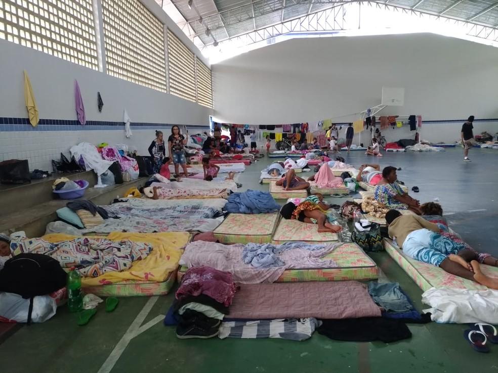 Famílias desabrigadas pela chuva estão em ginásios de quatro escolas de João Pessoa — Foto: Hebert Araújo/TV Cabo Branco