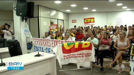 Servidores municipais de Itabuna ocupam câmara de vereadores