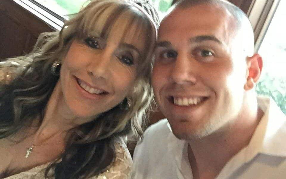 Tyler Dooley, sobrinho de Meghan Markle, com a mãe Tracy - a ex-esposa do meio-irmão da Duquesa de Sussex, Thomas (Foto: Twitter)