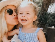 Influencer emociona fãs com carta de despedida para filha de 3 anos que morreu por causa de tumor no cérebro
