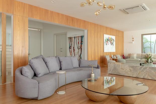 Casa em São Paulo ganha décor minimalista e leve após reforma