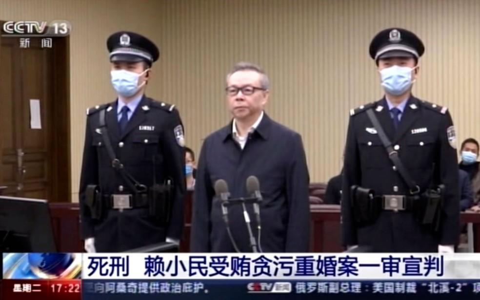Lai, ex-presidente de uma das maiores empresas estatais de gestão de ativos da China, havia sido condenado à morte em 5 de janeiro de 2021 por receber US$ 260 milhões de dólares em subornos e por bigamia — Foto: CCTV via AP Video