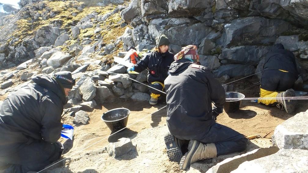 A pesquisa, que já acumula mais de mil itens coletados, é liderada pelo Laboratório de Estudos Antárticos em Ciências Humanas da UFMG (Foto:  Leach/Divulgação)