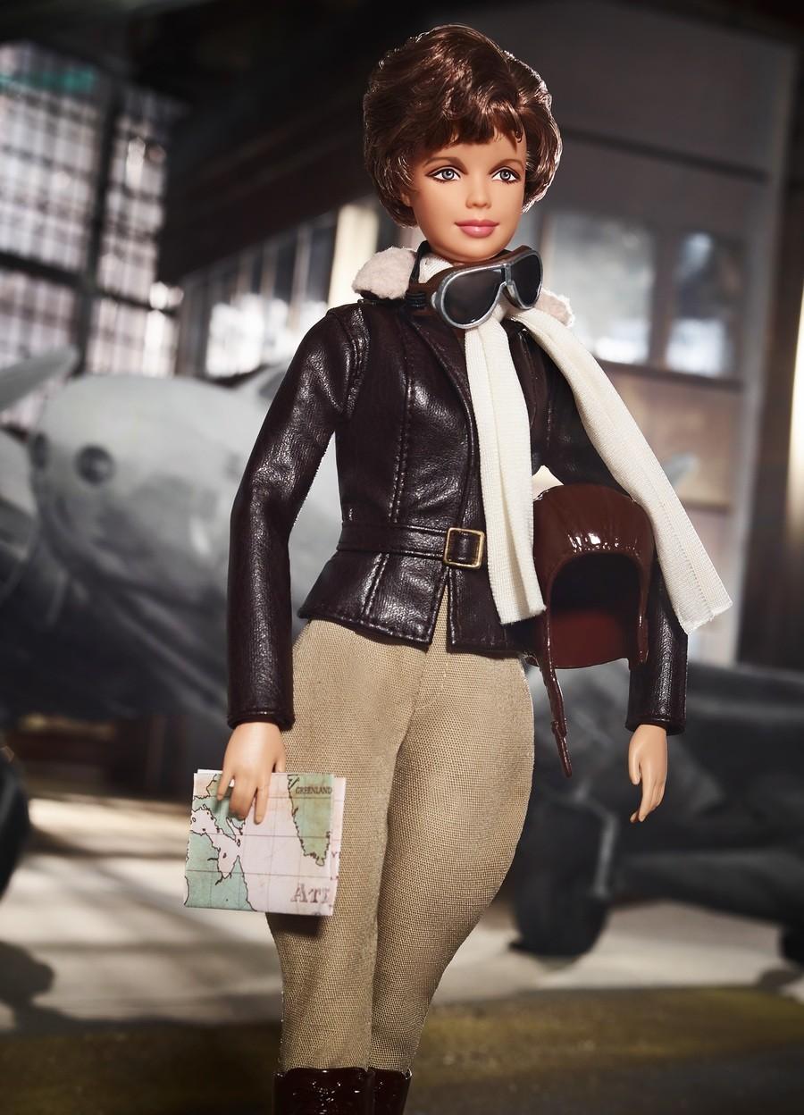 Boneca barbie da aviadora Amelia Earhart (Foto: Divulgação)