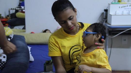 'Não vejo melhora', diz mãe de bebê com microcefalia dois anos após surto no NE