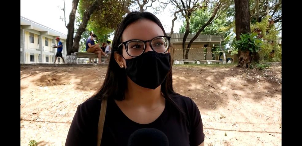 Júlia Alice, de 20 anos, relatou atraso de quase 2 horas no início das provas — Foto: Geraldo Jerônimo / Intertv Cabugi