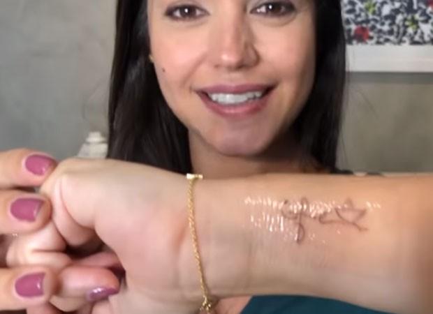 Thais Fersoza faz tatuagens (Foto: Reprodução)