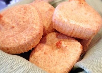 Pão de queijo recheado com queijo. Hmmmm! (Foto: Divulgação/Regina)