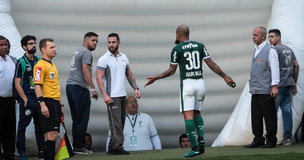 Expulsão Felipe Melo Palmeiras x Bahia — Foto: Felipe Rau/Estadão Conteúdo
