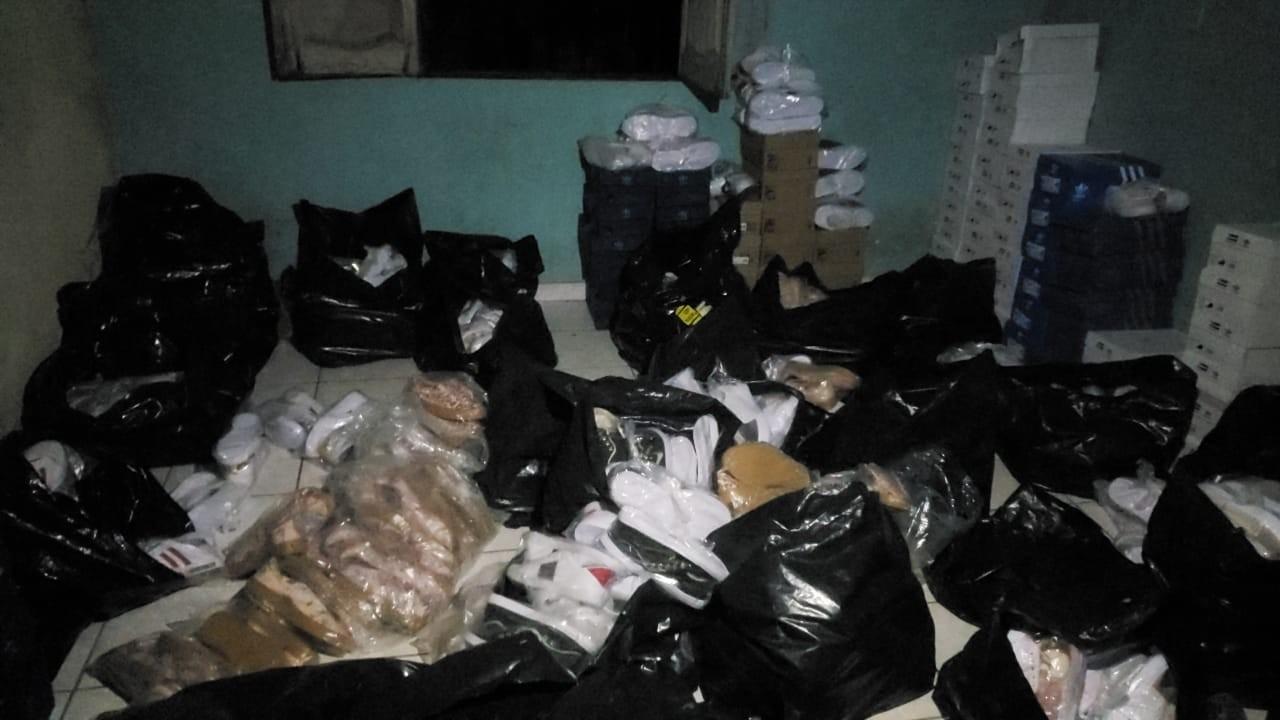 Polícia apreende mais de 900 pares de sapatos contrabandeados em Ananindeua - Notícias - Plantão Diário