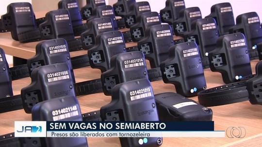 Por falta de vagas, presos do semiaberto que deveriam trabalhar de dia e dormir no presídio ficam fora da cadeia em Goiás