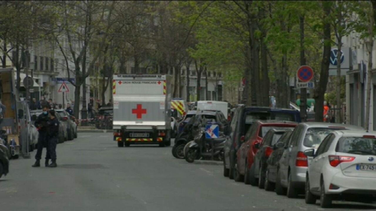 Tiroteio em frente a hospital de Paris deixa um morto