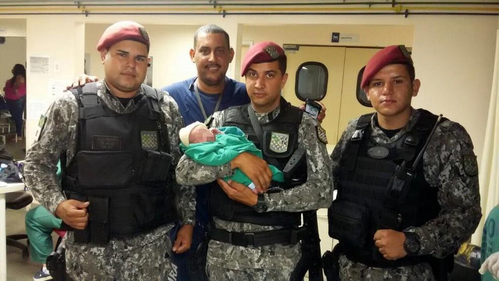 Homens da Força Nacional encontra bebê abandonado (Foto: Divulgação Força Nacional)